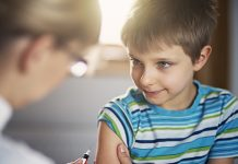 tránh tiêm vắc xin