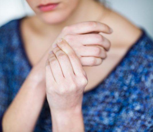 đau khớp khi bị viêm loét đại tràng
